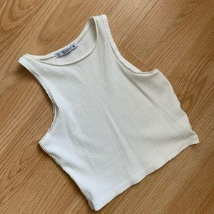 Crop tank pull and bear